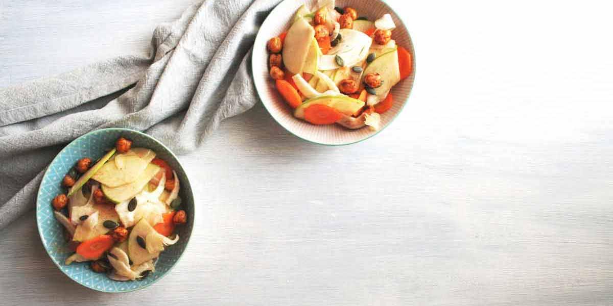 Insalata di finocchi, carote, mela e ceci tostati