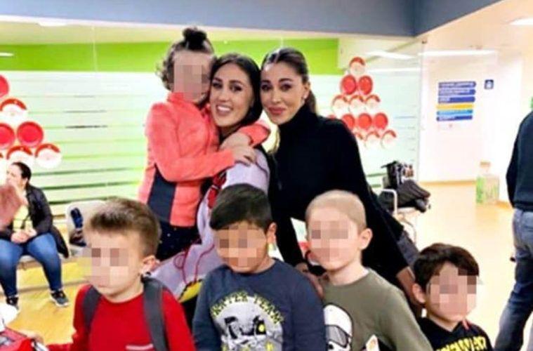 Cecilia e Belen Rodriguez in ospedale per consegnare i doni