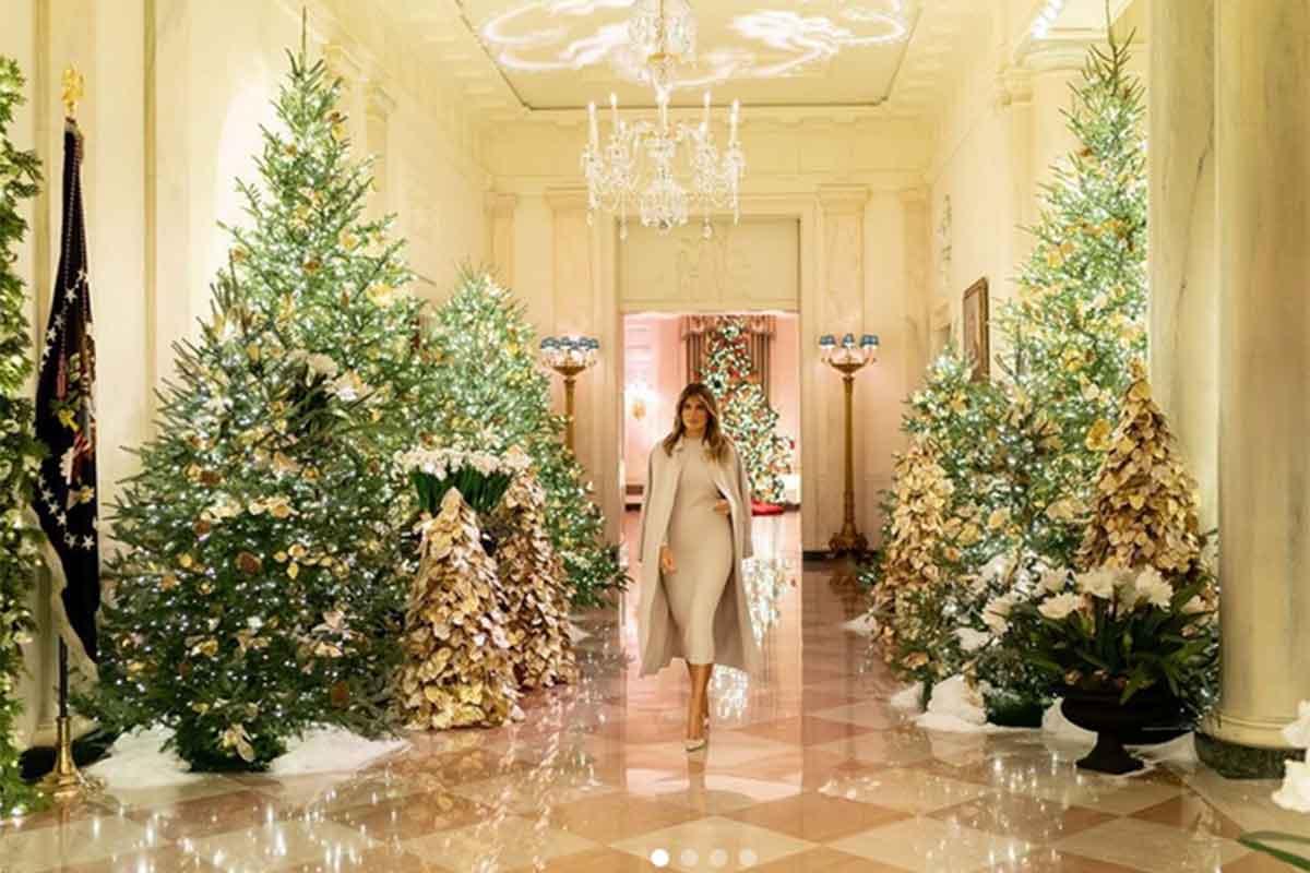 Melania Trump tra gli addobbi di Natale alla Casa Bianca
