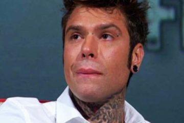 Rapper Fedez trattiene le lacrime