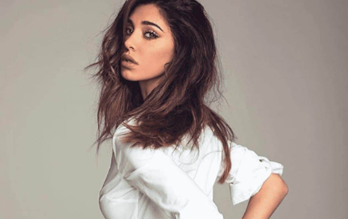 Belen Rodriguez in camicia bianca