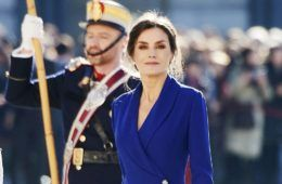 Letizia Ortiz in abito Classic Blu alla Pasqua Militare