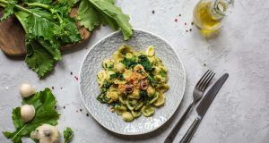 Orecchiette e broccoli un piatto tipico pugliese.