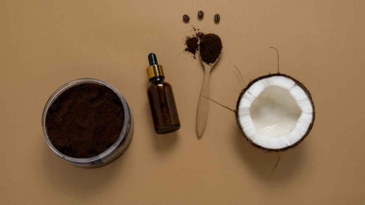 maschera al caffè per capelli lunghi e sani