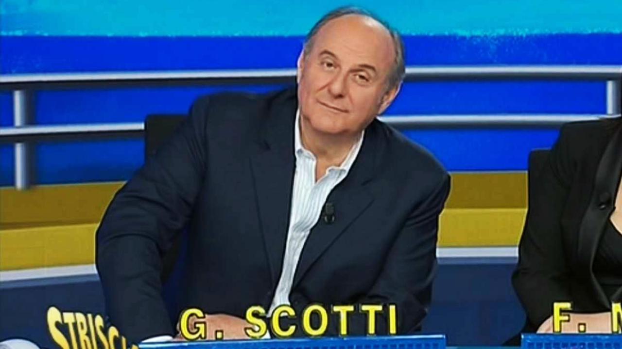 Gerry Scotti a Striscia La notizia la grave notizia sul PD