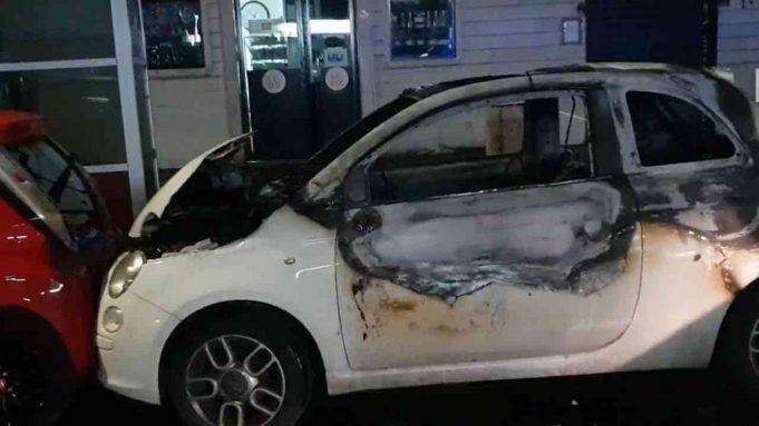 Eroina sventa furto, i ladri incendiano l'automobile