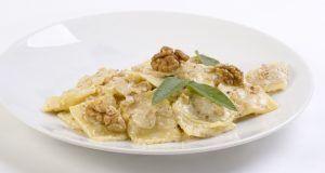 Un piatto veloce della cultura ligure, pasta alla salsa di noci.