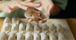 Ravioi cinesi al vapore fatti in casa, un piatto per augurare buona fortuna.