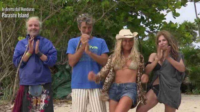 Vera Gemma sbarca a Parasite Island