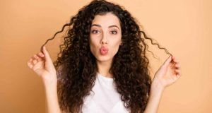 capelli ricci e volume