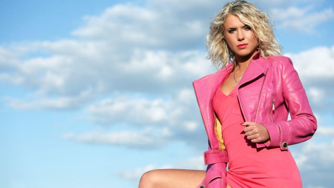 giacca di pelle rosa