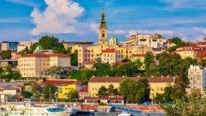 Serbia, la gita per fare il vaccino