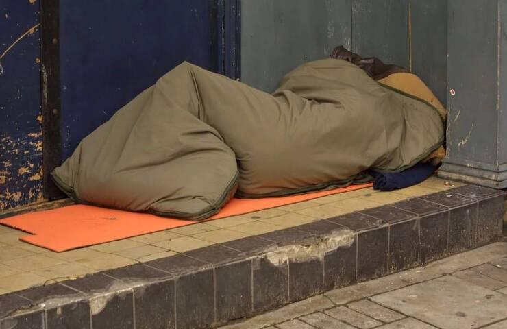 senzatetto aggredito, fermati gli aggressori