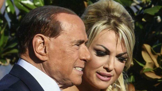 Silvio Berlusconi la foto intima sui social