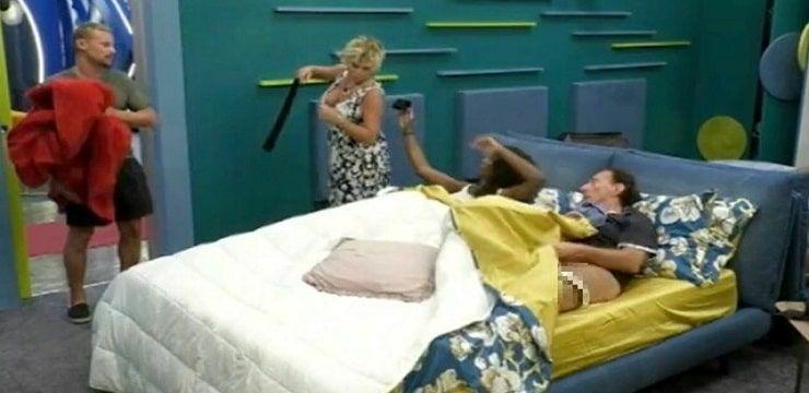 Amedeo Goria e Ainett Stephens nel letto matrimoniale.